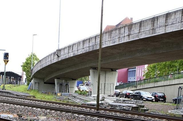 Baugerüsts an der Kolpingbrücke stürzt ein – zwei Verletzte