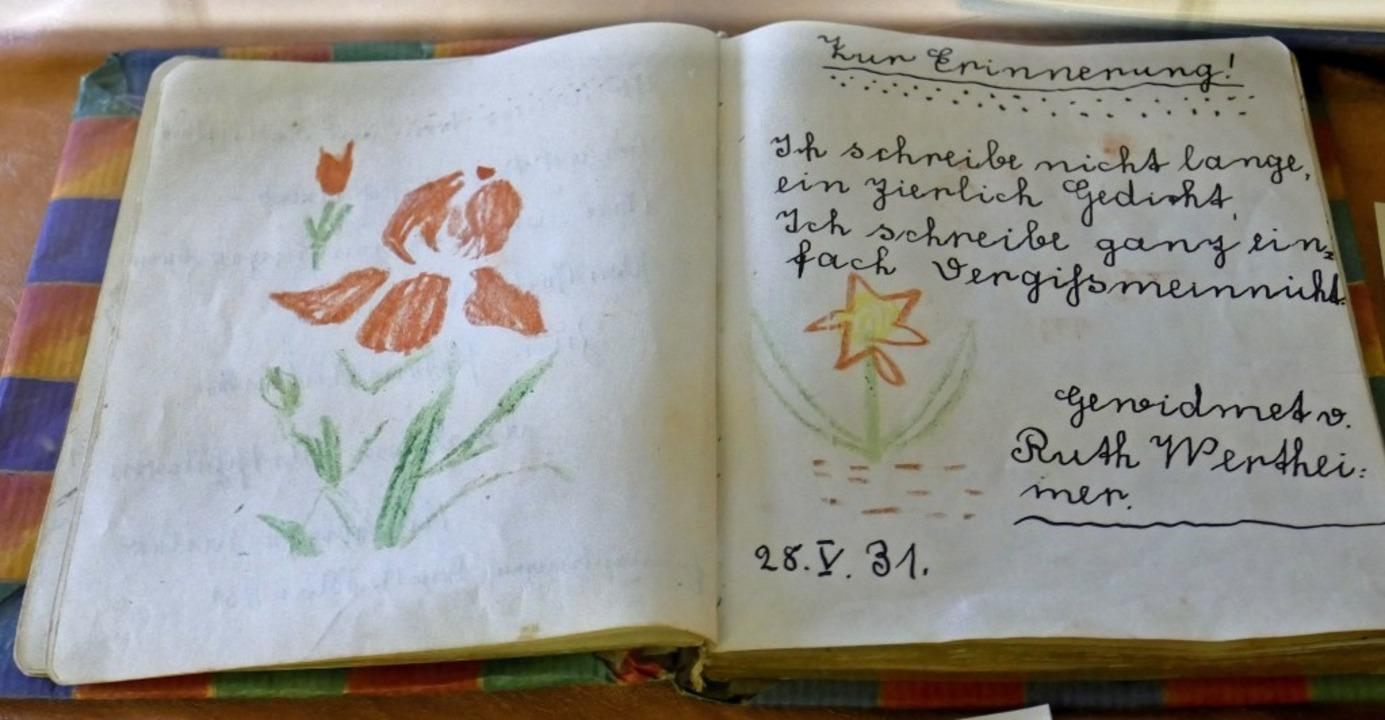 Ein  Poesiealbum zur Erinnerung.     Foto: Nathalie Gebel