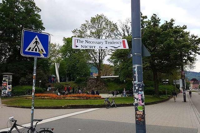 Freiburger Polizei hängt Plakate der Liste