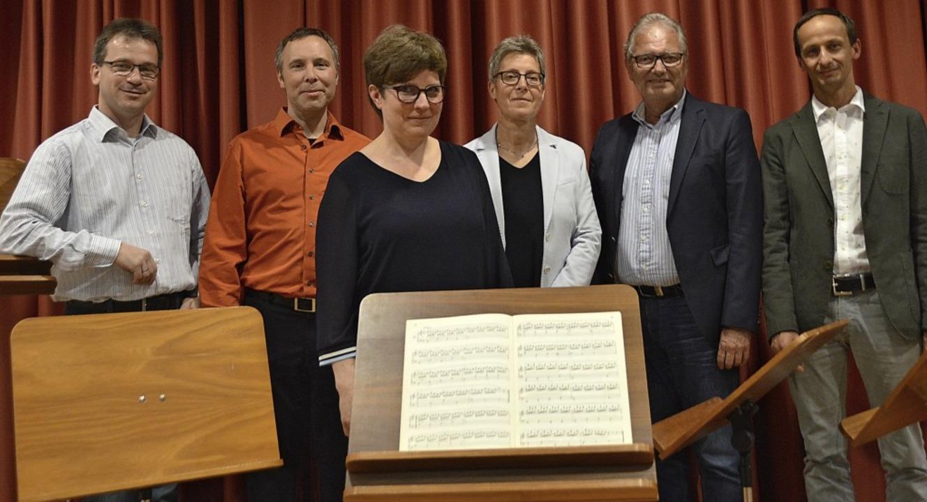 Der Vorstand (von links) Günther Häßle...Burger und Schulleiter Bernward Braun   | Foto: Horatio Gollin