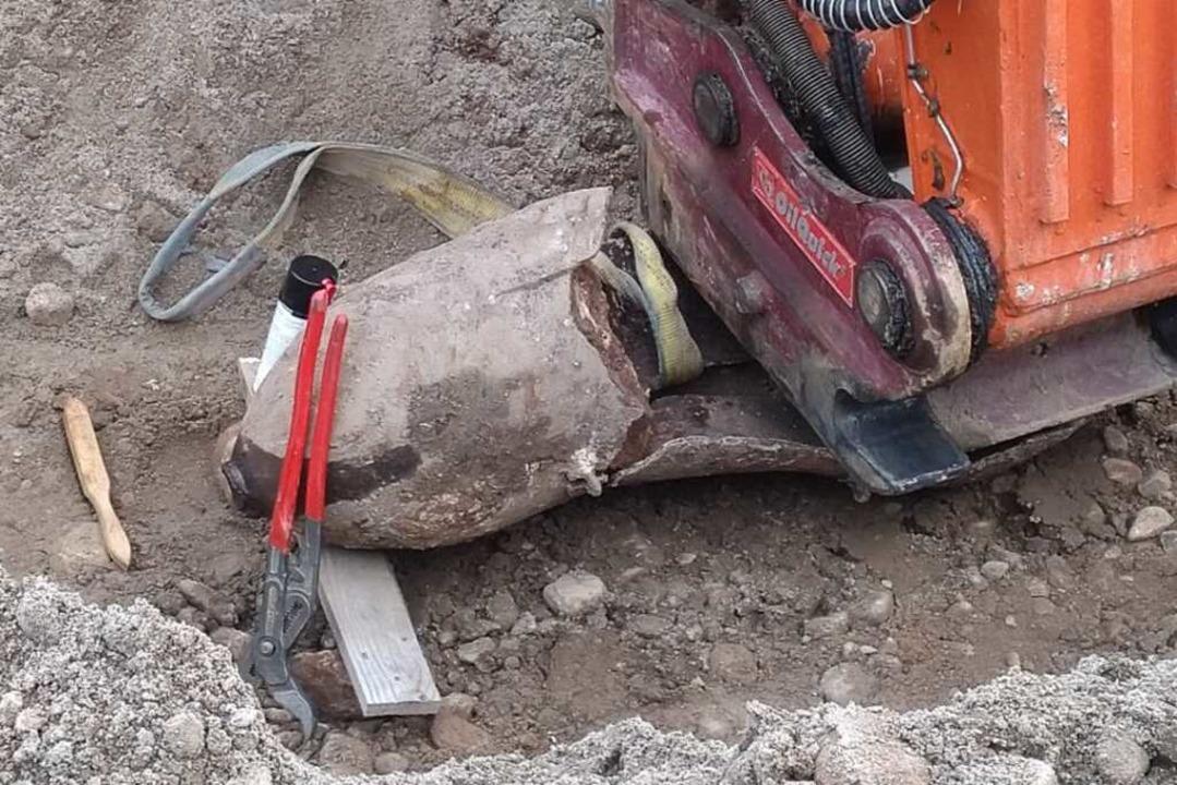 Bei Baggerarbeiten wurde die Bombe ent... die zum Teil bereits aufgeplatzt ist.  | Foto: Nils Karpfinger / Kult Gmbh & Co. KG, Oberried