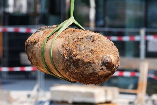 Warum Bagger in Freiburg immer wieder auf alte Bomben stoßen