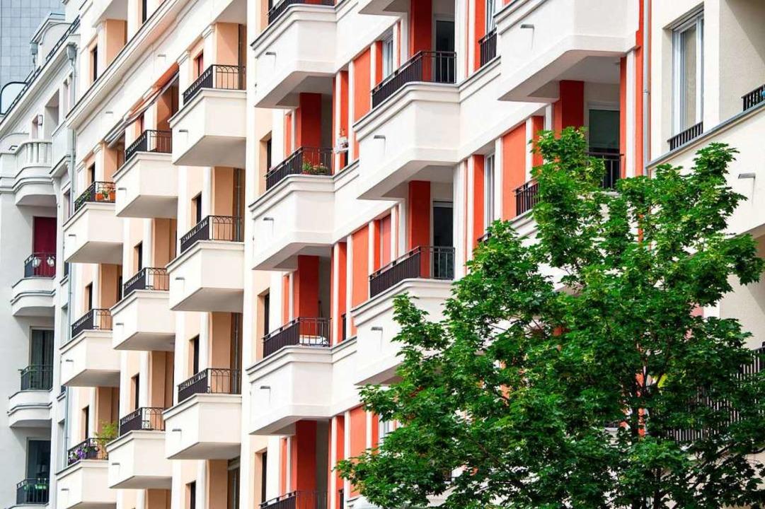 Gehört der Balkon zum Gemeinschafts- o...tümergemeinschaft abgestimmt werden.      Foto: Andrea Warnecke (dpa)
