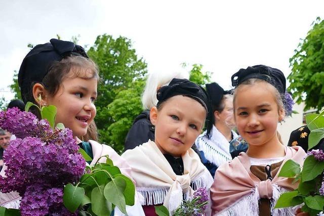 Ein ganzes Dorf und viele Gäste sind auf den Beinen, um den Geburtstag von Johann Peter Hebel zu feiern