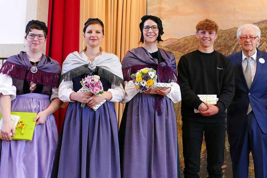 Beat Trachsler überreichte Timo Adelma...der Hebelstiftung Hausen (von rechts).  | Foto: Sarah Trinler