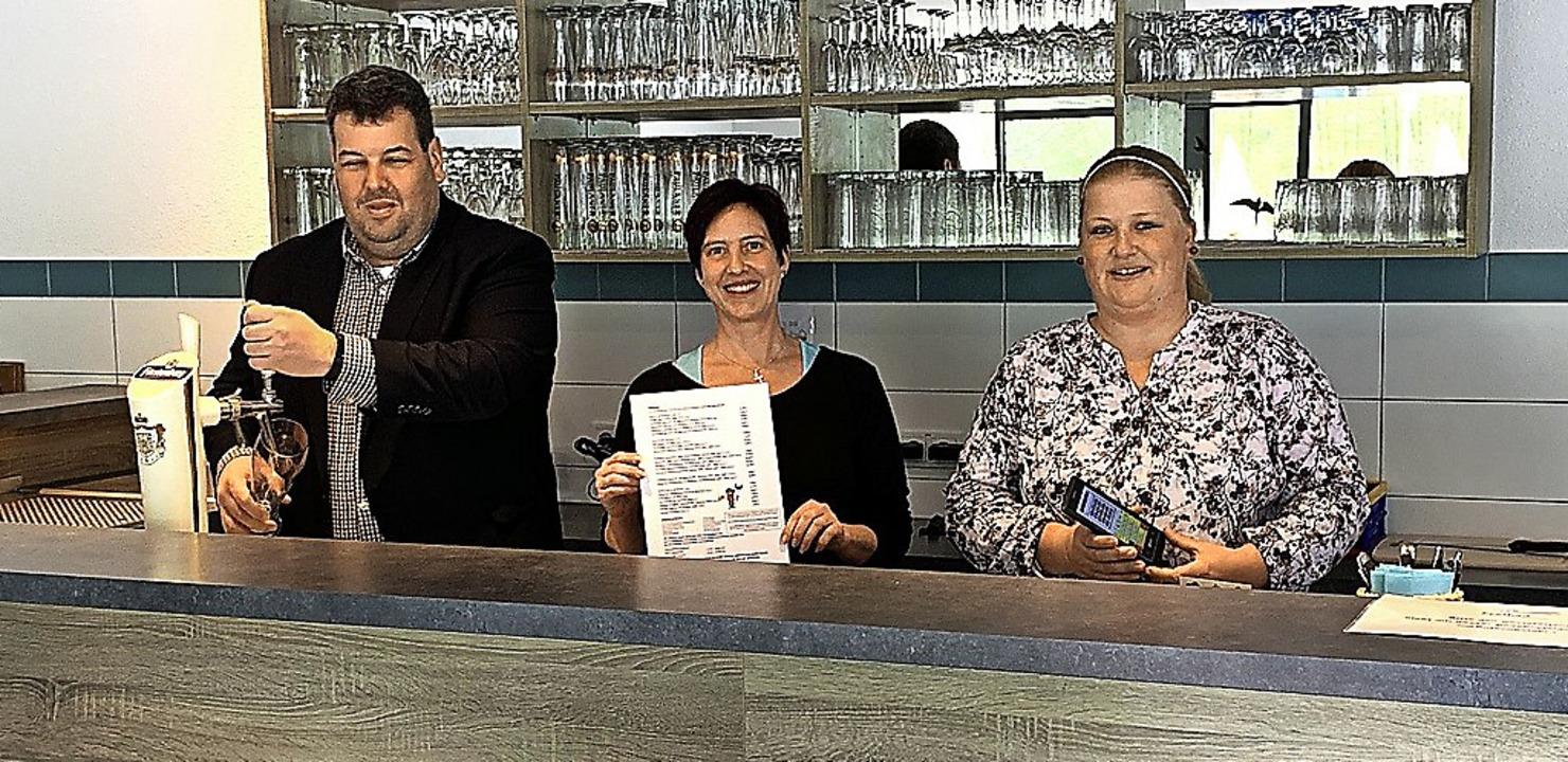 Die Schönauer Freibad-Gaststätte wird ...und  Meike Schelshorn (Rechnungsamt).     Foto: GVV Schönau