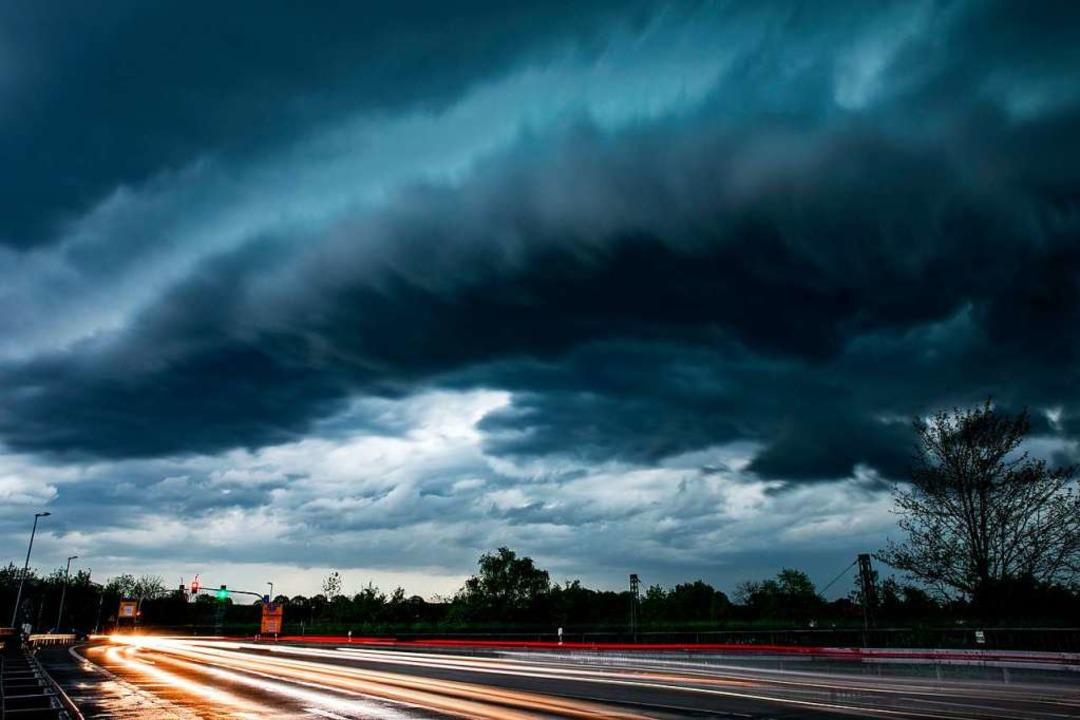 Gewitterwolken: Höchste Zeit für den Hagelflieger aufzusteigen?  | Foto: Marcel Kusch