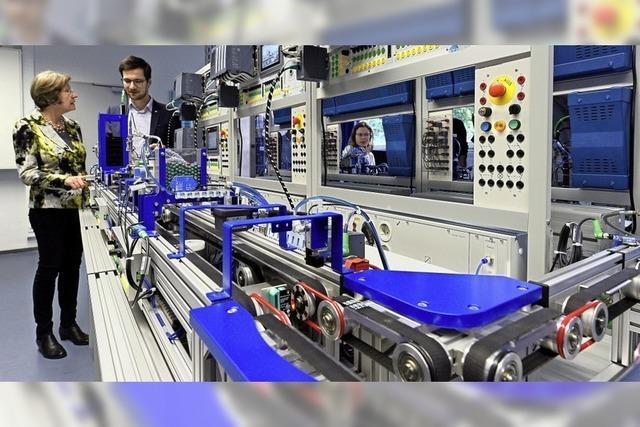 Gewerbeschüler lernen digitalisierte Produktion