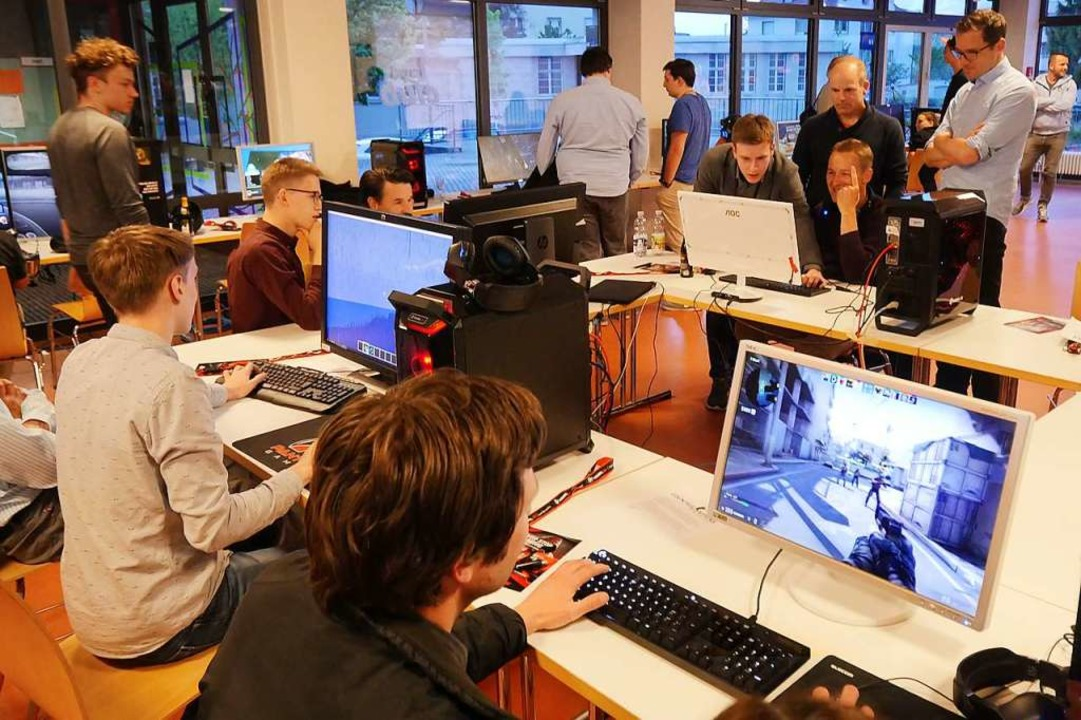 Nach einem spannenden Dialog über Sinn...ke in die Gaming-Welt gewonnen werden.  | Foto: Tilmann Krieg