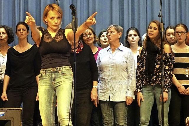 60-köpfiger Spontanchor begeistert im Kursaal