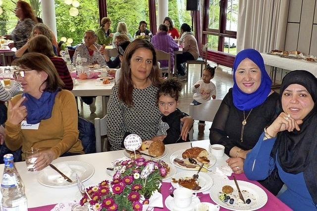 Frauen aus zwölf Ländern treffen sich zum Frühstück