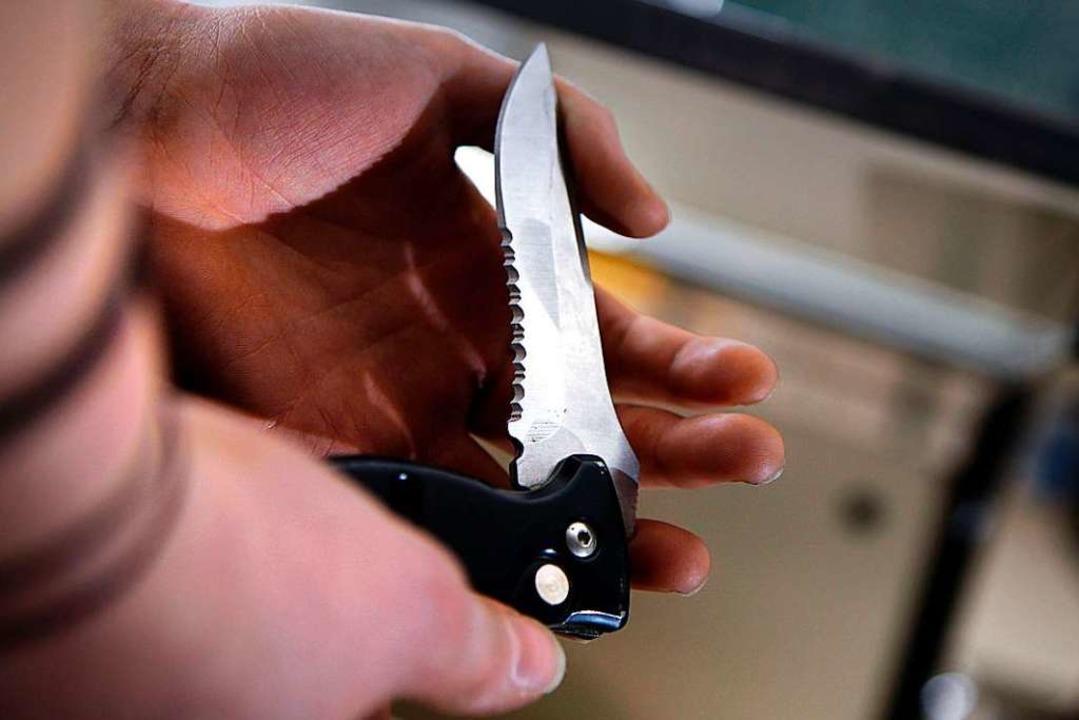 Das Tragen von Messern könnte eingeschränkt werden.  | Foto: dpa