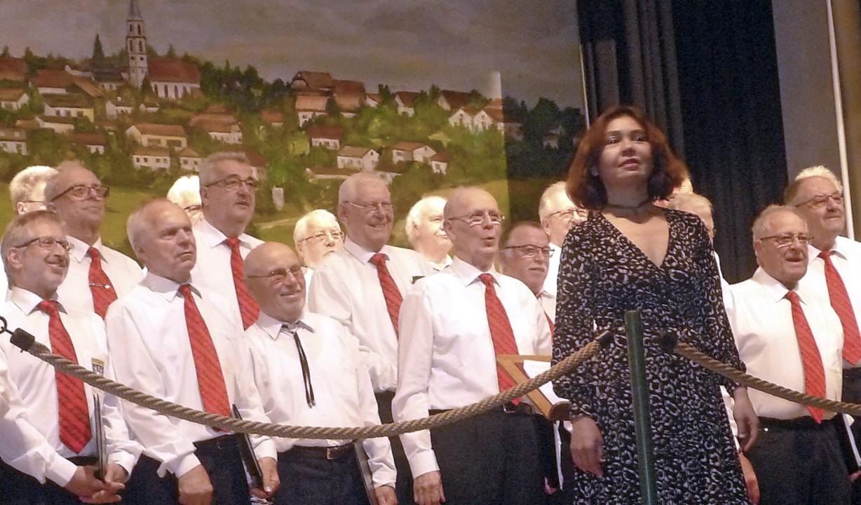 Auftritt für die Chöre  Eichsel, Deger...burg mit  Dirigentin Elena Freydkina.   | Foto: Wolfgang Grether