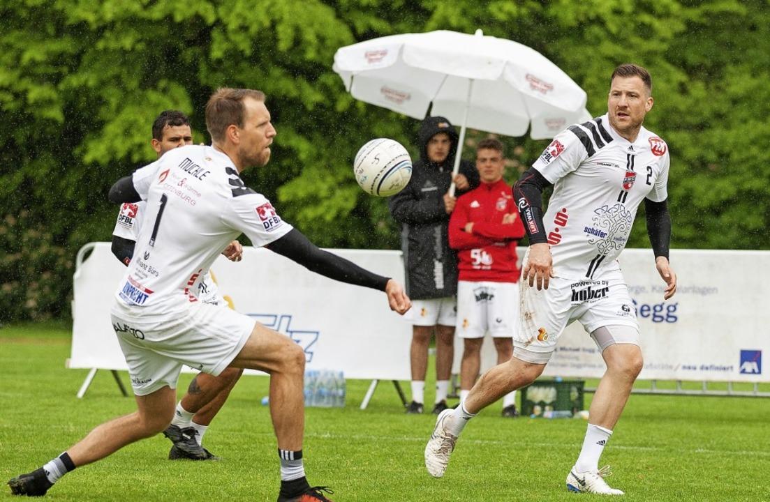 Sven Muckle (links) und Stefan Konprec...en zwei Punkte für den FBC Offenburg.     Foto: Alexandra Buss