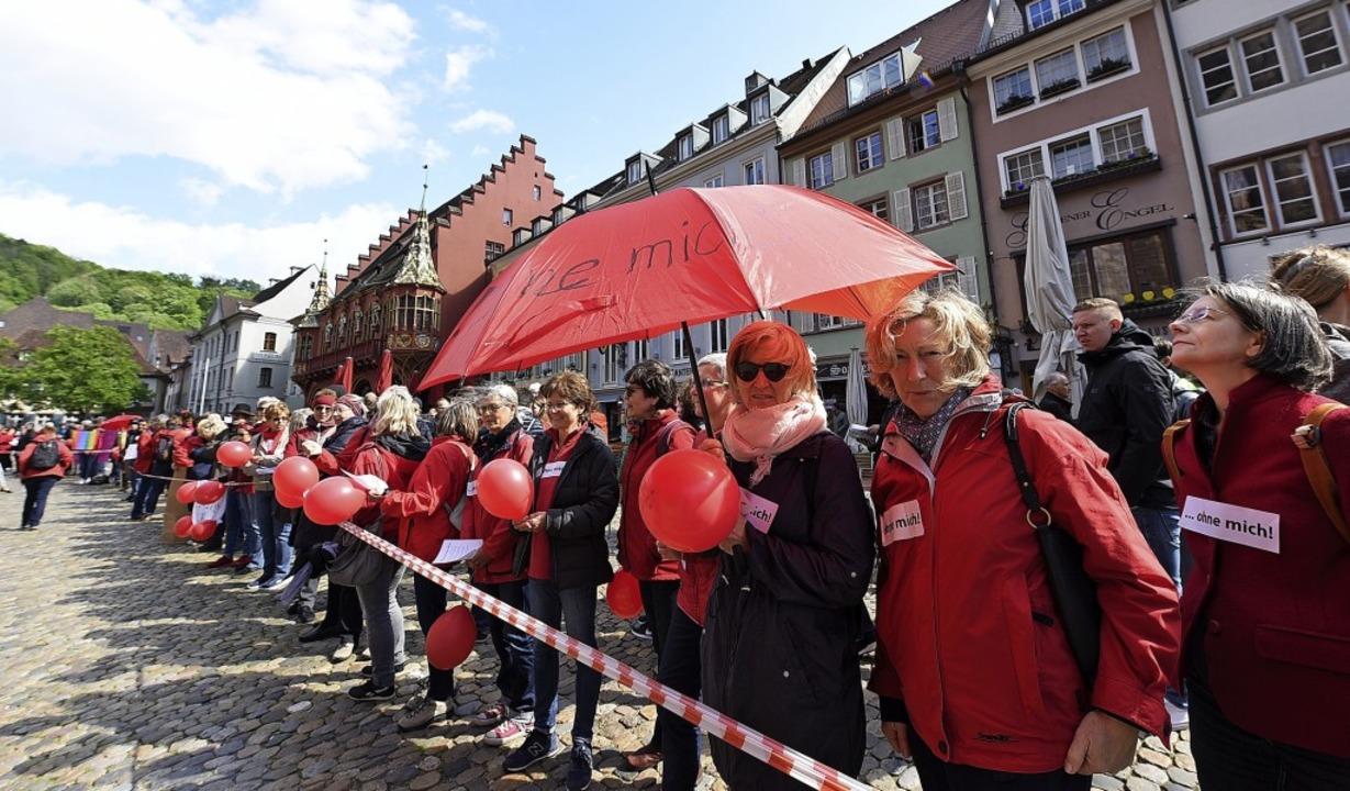 Frauen fordern am Sonntag die volle Gl...echtigung in der katholischen Kirche.   | Foto: Rita Eggstein
