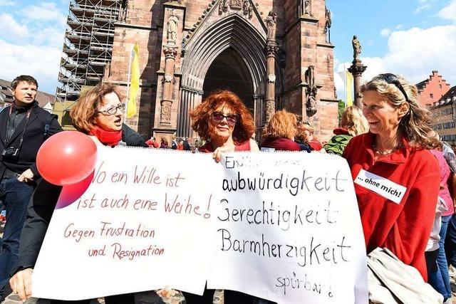 Demonstrierende beim Freiburger Kirchenstreik: