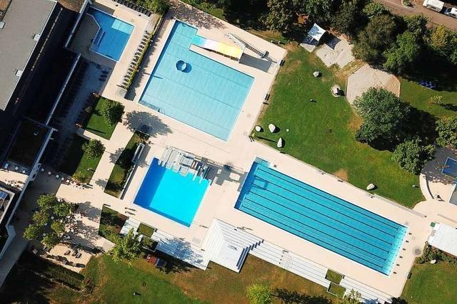 Unbekannter Exhibitionist belästigt Mädchen vor und im Denzlinger Schwimmbad