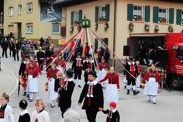 Umzug des Kreistrachtenfests in Häg-Ehrsberg trotzt dem Regen
