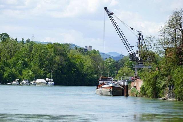 Ölschlieren im Rhein bei Rheinfelden – Feuerwehr sucht Ursache per Drohne