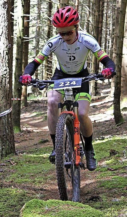 <BZ-FotoAnlauf>Mountainbike:</BZ-FotoA...tamm  siegte in  Urach im U-15-Rennen.    Foto: Alexander Stamm