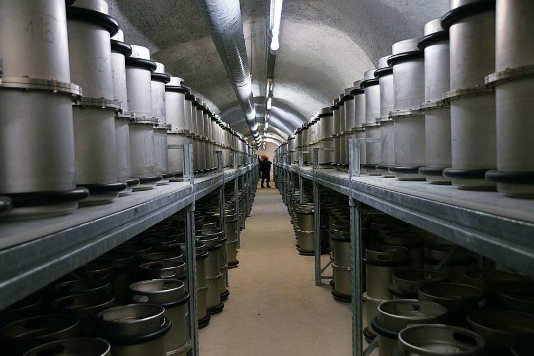Die Dokumente sind auf Mikrofilmen gespeichert und lagern in Edelstahlfässern.    Foto: Horatio Gollin