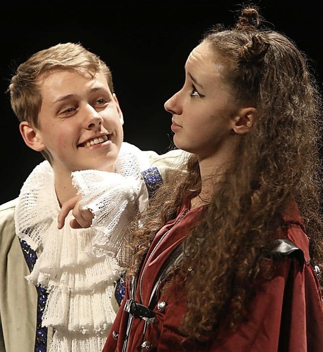 David Schiebel als Faust legt sich mit Anna Vitiello als Mephisto an.  | Foto: Christoph Breithaupt