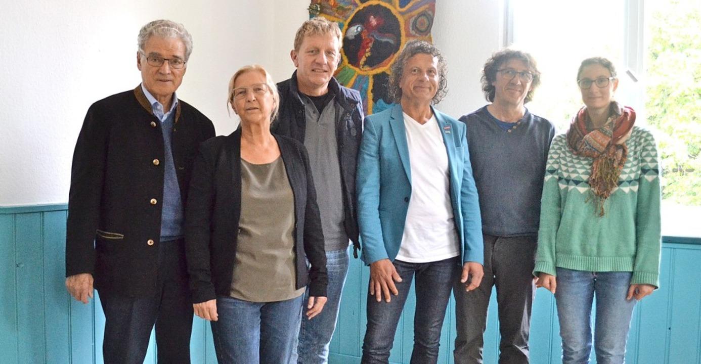 Vor frisch gestrichenen  Wänden (v. l....iter Dieter Hartwig und  Sophia Neef.   | Foto: Harald Rudolf