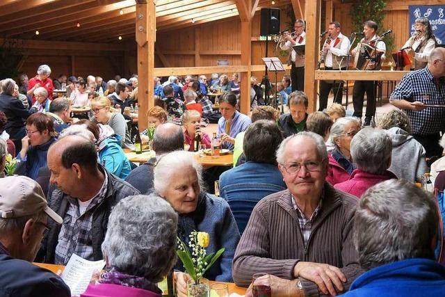 Akkordeonclub Höllental lud zum Maienhock am Muttertag