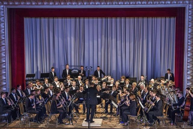 Sinfonisches Blasorchester adhoc.nw konzertiert im Schweizer Rheinfelden, Muttenz und Bad Säckingen zum Thema