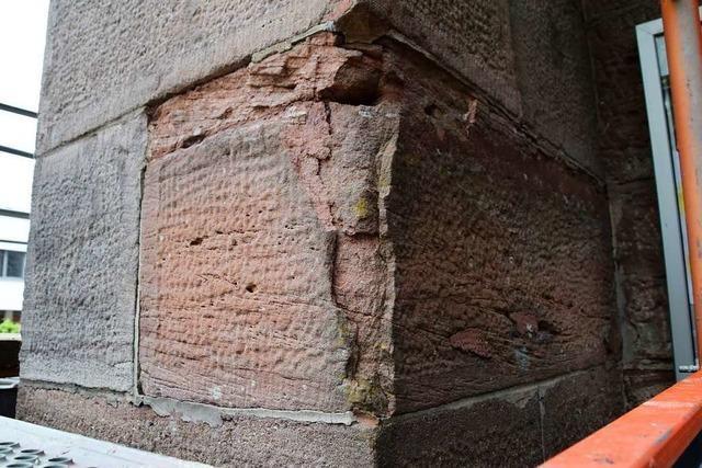 Fassade der katholischen Pfarrkirche in Schopfheim wird aufwändig saniert