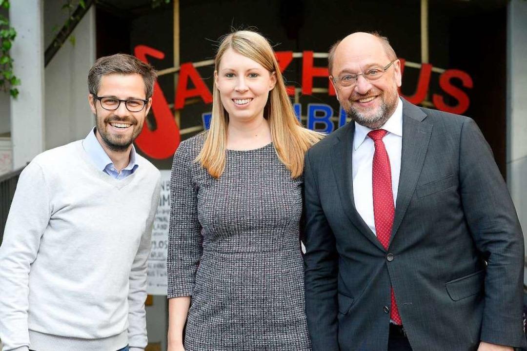 Julien Bender, Luisa Boos und Martin Schulz vor dem Freiburger Jazzhaus  | Foto: Ingo Schneider
