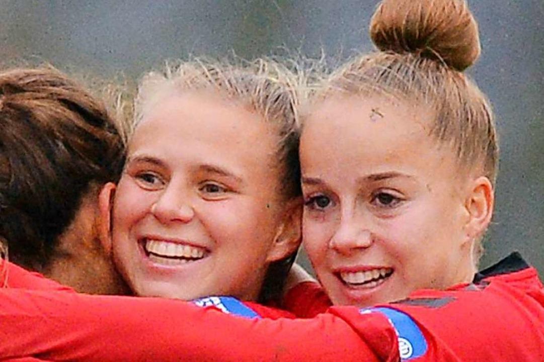 Klara Bühl und Giulia Gwinn (rechts) d... sich über ihre WM-Nominierung freuen.  | Foto: patrick seeger