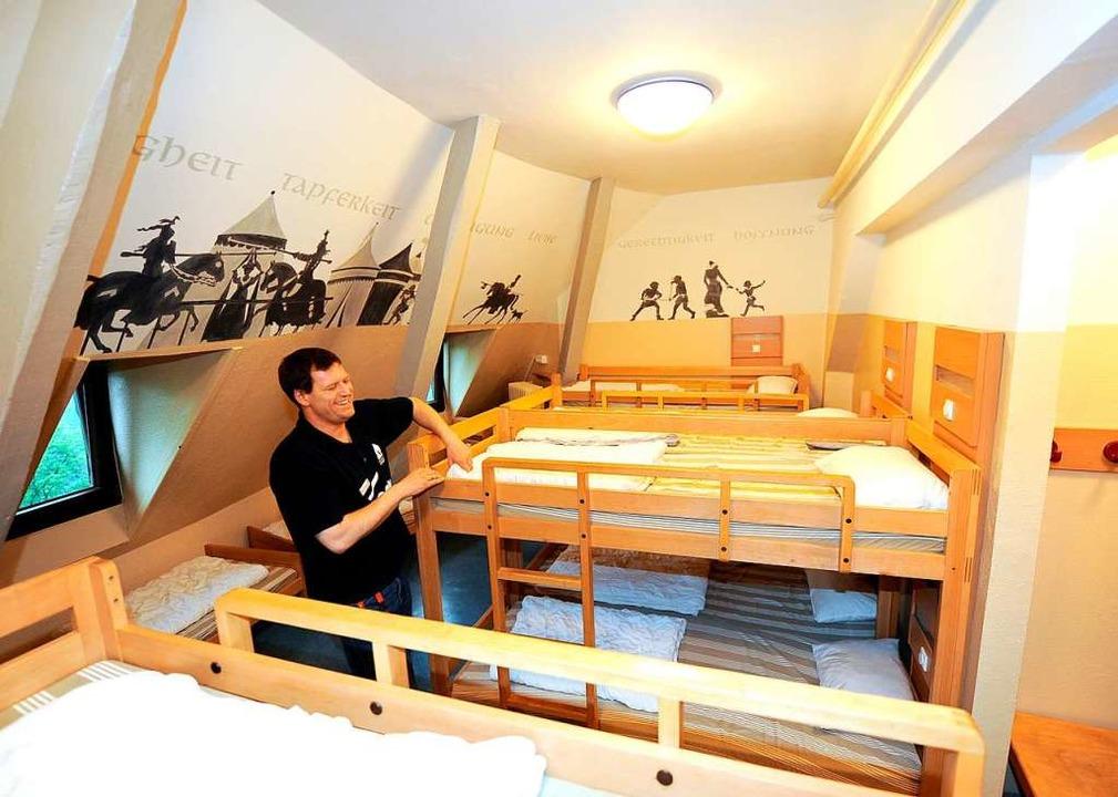 Deutschlands erste Jugendherberge: Meh...herberge auf Burg Altena im Sauerland.  | Foto: dpa