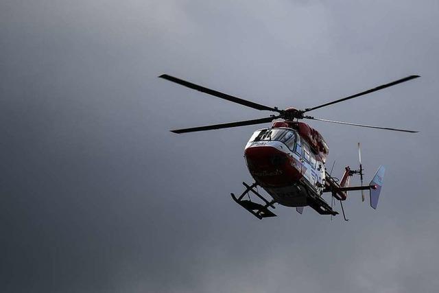 Dreijähriges Kind überlebt Sturz von Balkon in fünftem Stock