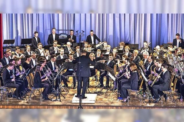 Das Sinfonische Blasorchester adhoc.nw gastiert im Bad Säckinger Kursaal.
