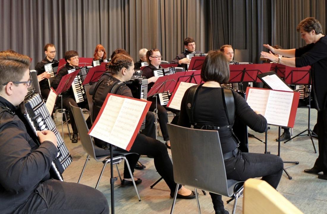 Unter den Teilnehmern war auch die ASG...m unter der Leitung von  Petra Krumm.   | Foto: Helmut Hassler