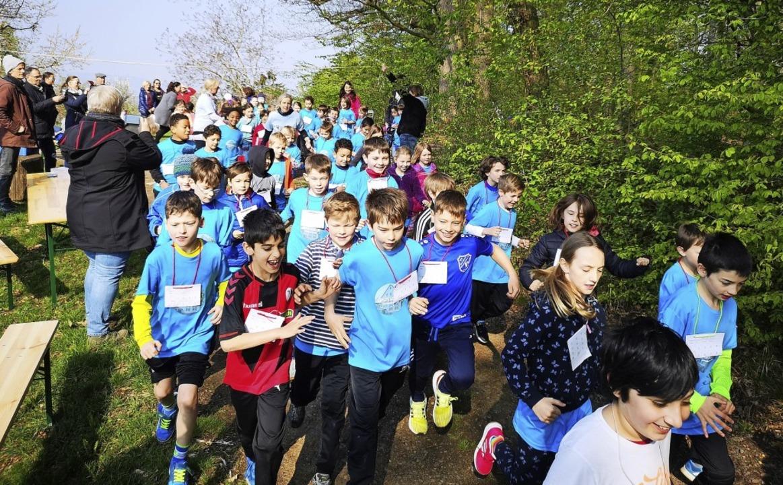 Laufen macht Spaß – und kann hel...rivilegiert aufwachsen, helfen können.  | Foto: Schule