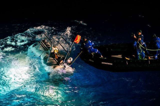 Abenteurer sinkt mit U-Boot fast 11 000 Meter tief