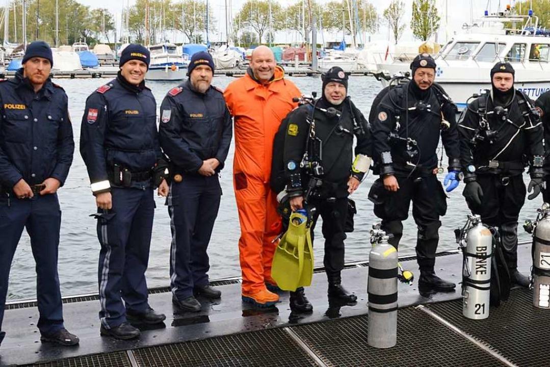 Die Tauchercrew samt österreichischer Seepolizei und Winzer Möth.  | Foto: Susanne Hogl