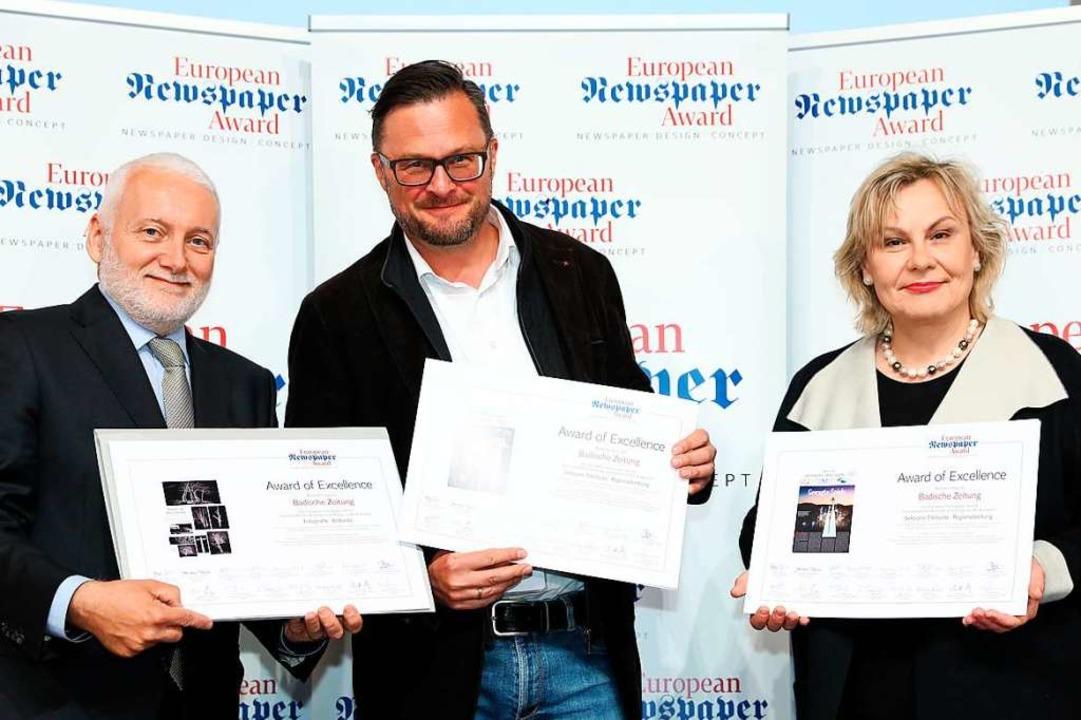 Die Urkunden nahm Holger Knöferl (Mitt...bert Küpper und Annette Milz entgegen.  | Foto: Lugwig Schedel