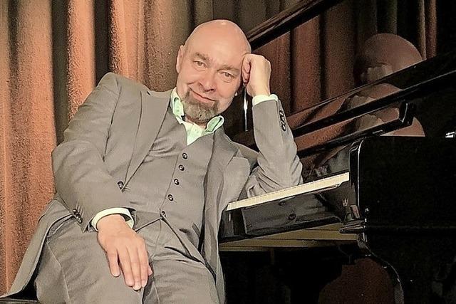 Arnim Töpel zeigt sein vielseitiges Best-of-Programm mit Literarischem und Musik