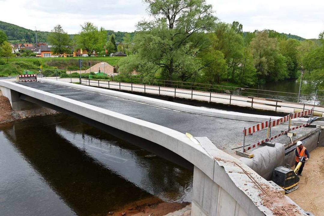 Die Maulburger Brücke über die Wiese u... Anfang Juni für acht Wochen gesperrt.  | Foto: Robert Bergmann