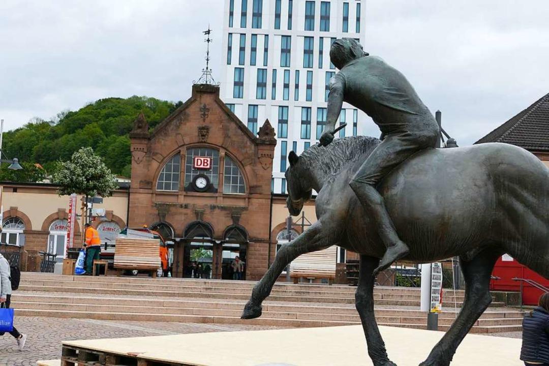 Der Hauptbahnhof verknüpft verschieden.... Das Pferd ist allerdings aus Metall.  | Foto: Sabine Ehrentreich