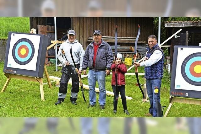 Schützen spannen den Bogen weiter