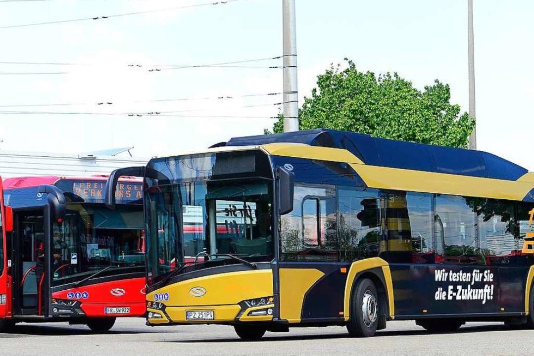 Noch in Gold und nicht im VAG-Rot: der Test-Bus aus Polen  | Foto: Ingo Schneider