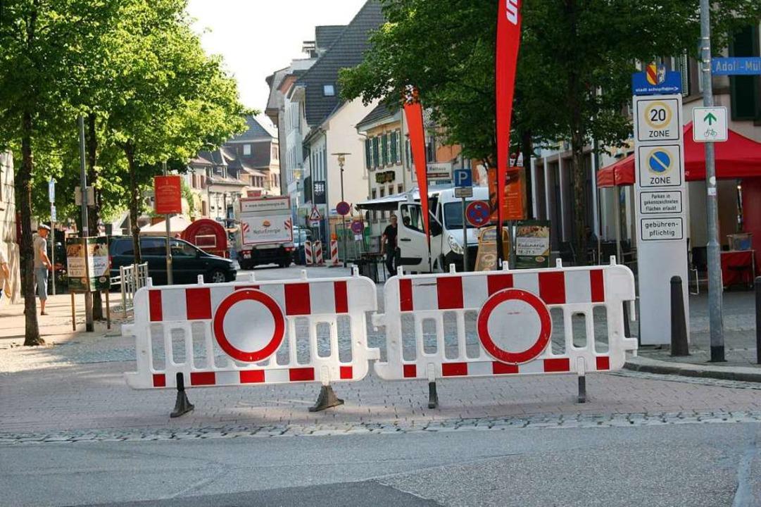 Die Hauptstraße wird auch künftig wohl...eranstaltungen gesperrt werden dürfen.  | Foto: Marlies Jung-Knoblich