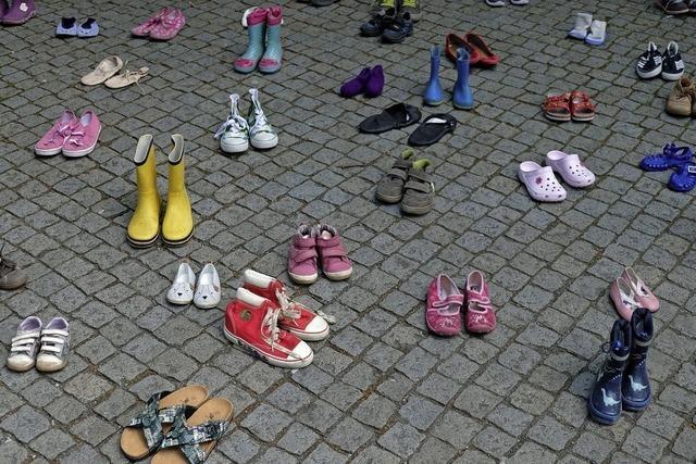 Aktion weist auf Leid der missbrauchten Kinder von Lügde hin