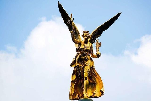 Darum wird ein Engel durch die Freiburger Innenstadt gerollt
