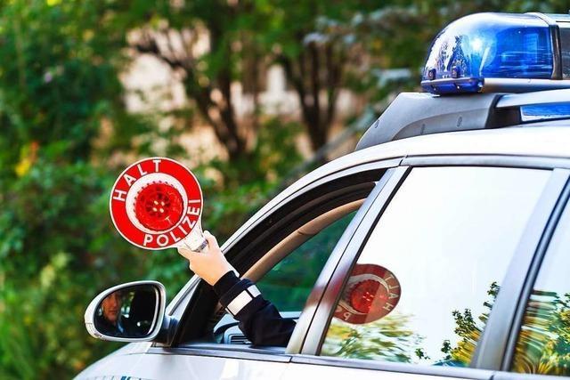 Mann haut in Rheinfelden mit Auto vom Händler ab