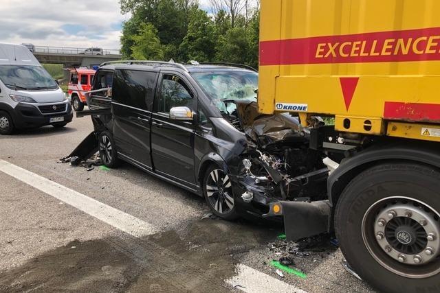 Nach schwerem Unfall ist die A 5 wieder freigegeben
